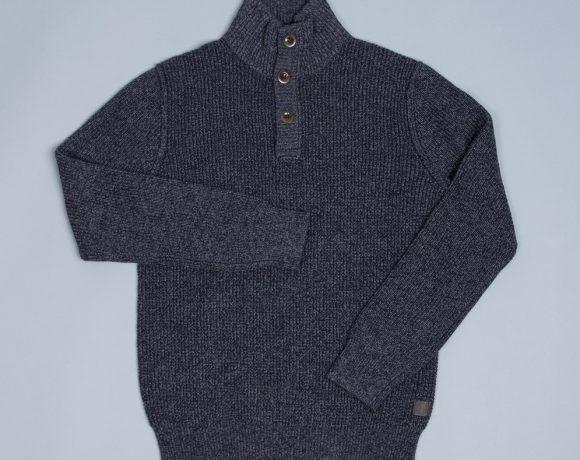 Blauer Pullover mit Knöpfen am Kragen; im Style von Islander-Pillovern